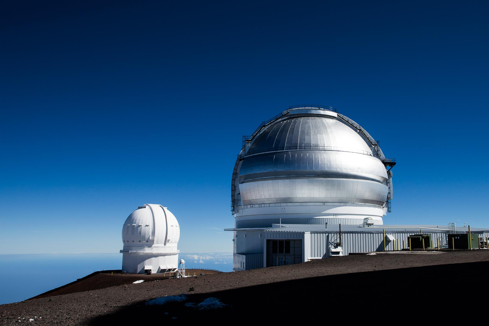 CFHT and Gemini domes next to each other on the Mauna Kea summit (credits Joy Pollard, Gemini/Aura).